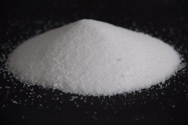 Xút hạt AGC – chất rắn dạng hạt màu trắng